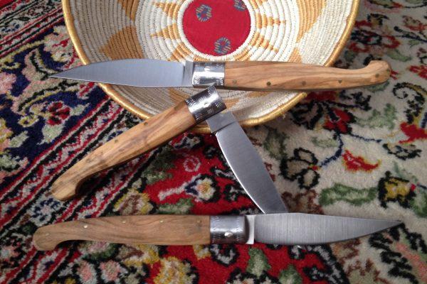 Sardische Handwerksmesser- PATTADESE MESSER MIT GRIFF AUS OLIVENHOLZ